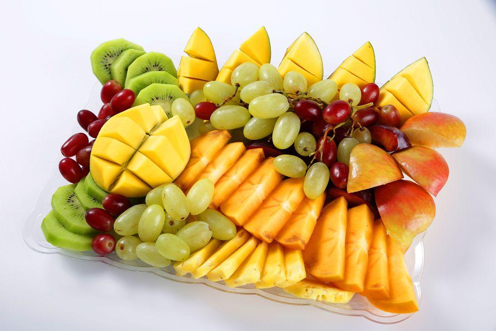 מגש פירות העונה - מבחר פירות טריים לפי העונה. (מתאים ל12-15 סועדים)