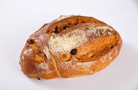 לחם שיפון אגוזים וצימוקים - קמח שיפון וחיטה על בסיס מחמצת בתוספת אגוזי מלך וצימוקים