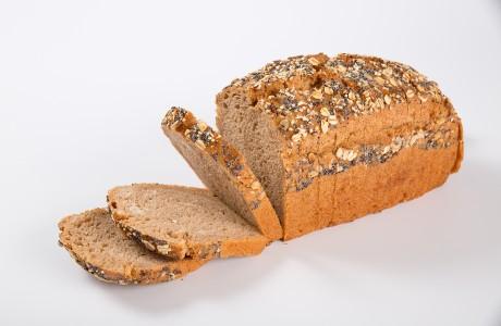 לחם כוסמין - קמח מלא כוסמין על בסיס מחמצת מכיל סיבים תזונתיים ומינרליים